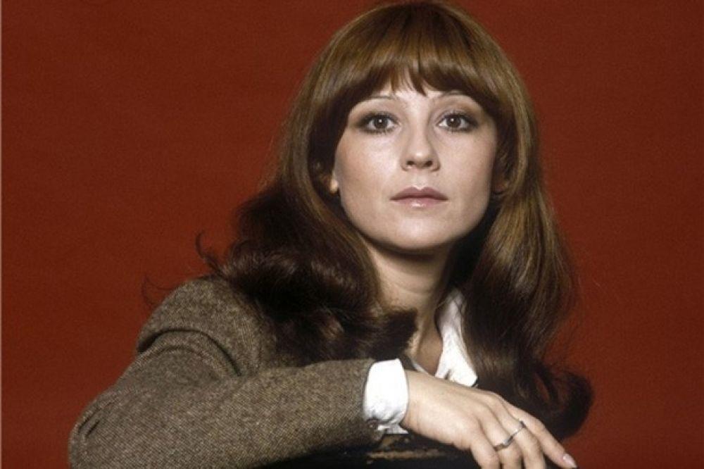 Наталья Варлей окончила училище имени Щукина в 1971 году, после чего вплоть до 1978 года работала актрисой в театре имени Станиславского. Всесоюзную известность актриса получила после исполнения главной роли в комедии «Кавказская пленница, или Новые приключения Шурика».