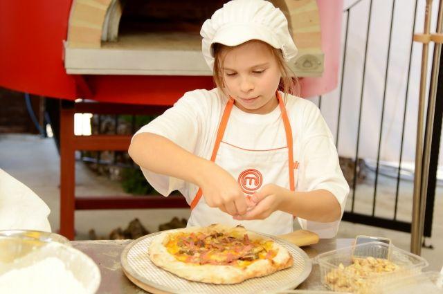Готовить «самый правильный продукт» учатся уже с детства.