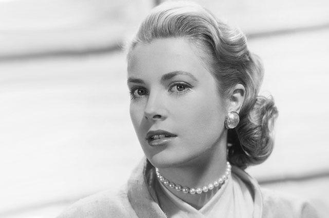 Грейс Келли. Студийное фото Paramount 1954 года.