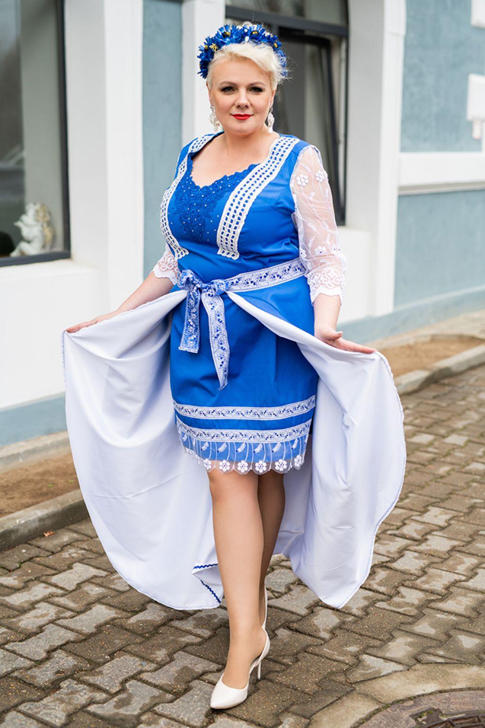 Инга Булицкая на дефиле в национальных костюмах. Дизайнер платья – Лидия Баринова