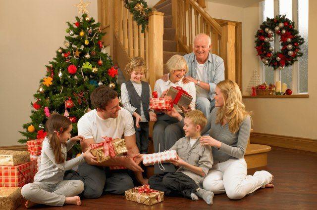 Любой взрослый превращается в ребенка в тот момент, когда лезет под елку за своим подарком.