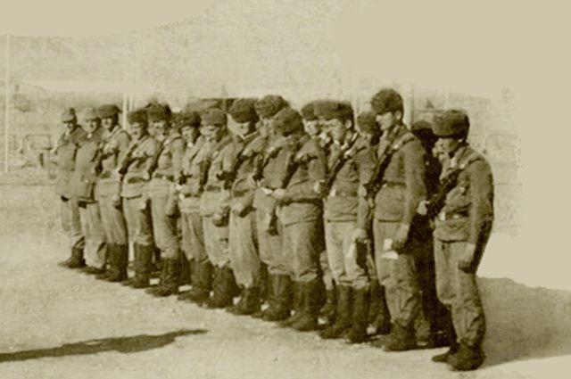 Награждение военнослужащих 9-й роты.
