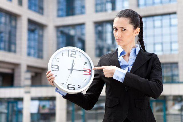 За отсутствие на работе более трех часов в течение рабочего дня без уважительных причин сотрудник может быть уволен.