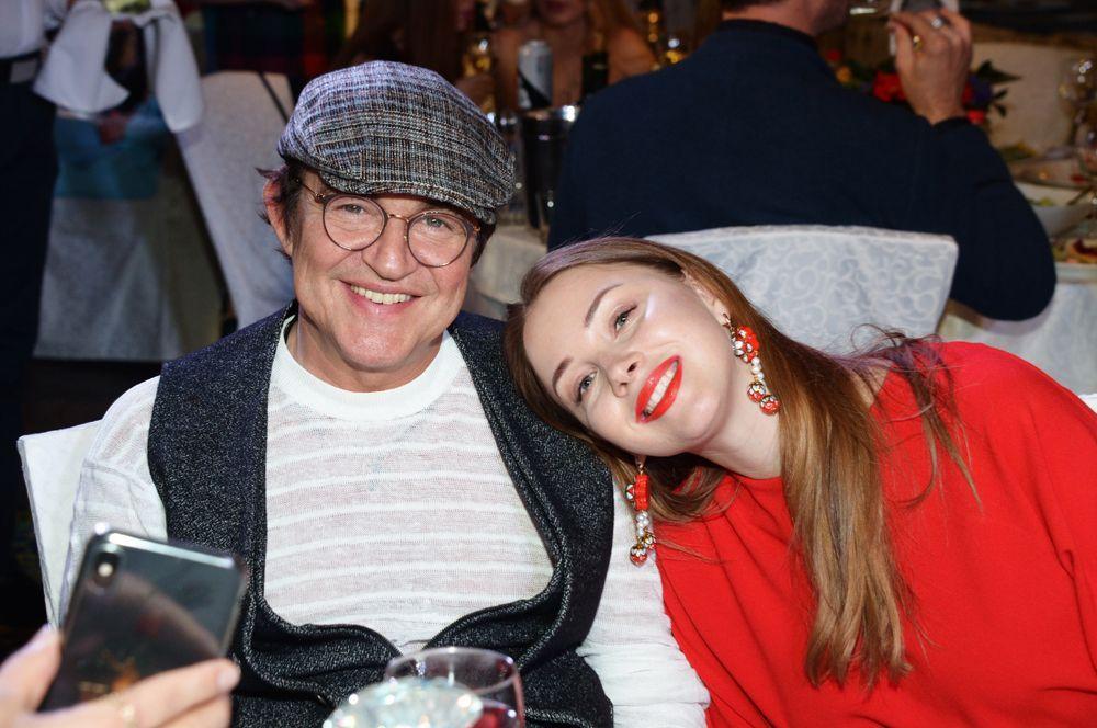 Дмитрий Дибров (60) и Полина Диброва (30).