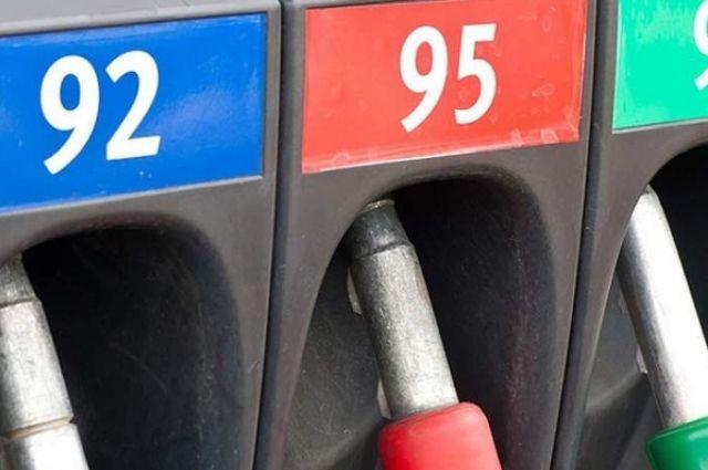 С 19 января бензин дорожает на копейку