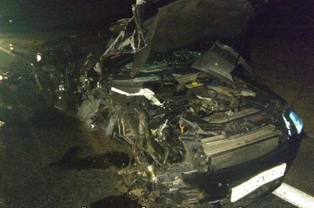 Под Скиделем пьяный на Audi врезался в стоящую фуру