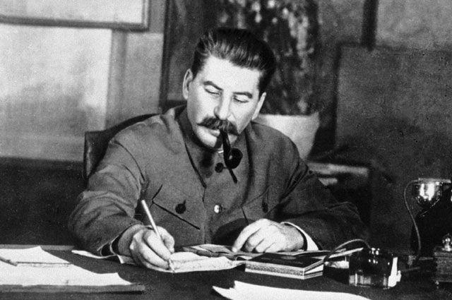 16 октября 1939 г. Сталин завершил работу в кремлевском кабинете встречей с Молотовым и Ждановым.