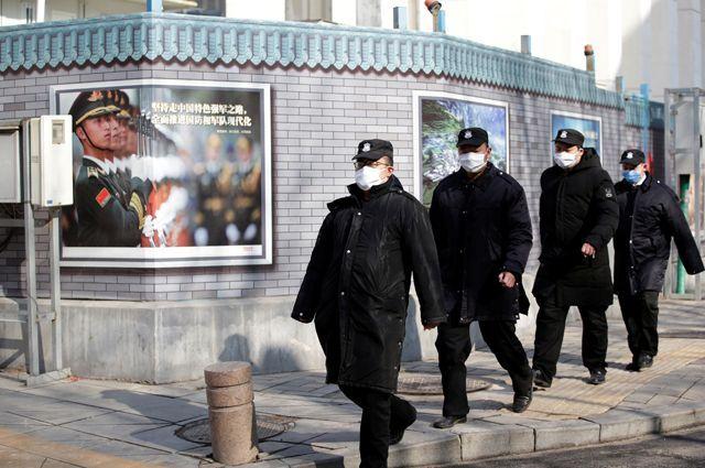 Сотрудники службы безопасности. Пекин, 2020 год.