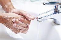 Мойте руки с мылом в течение 20-30 секунд.