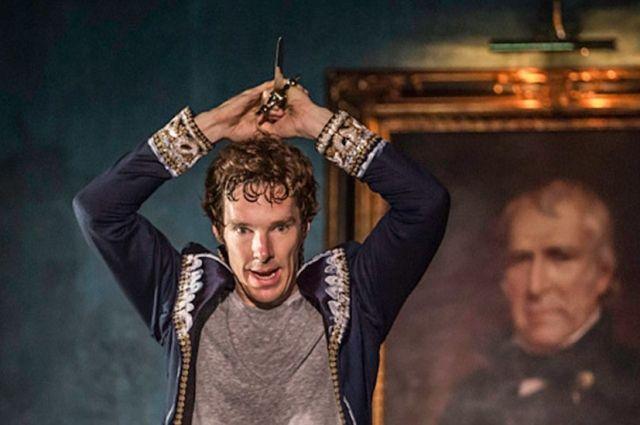 Бенедикт Камбербэтч в роли Гамлета.
