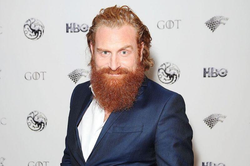 Кристофер Хивью. Норвежский актер, известный по роли Тормунда в сериале «Игра престолов», сообщил, что заразился коронавирусом, 17 марта. Он отметил, что у него наблюдаются лишь легкие симптомы простуды.