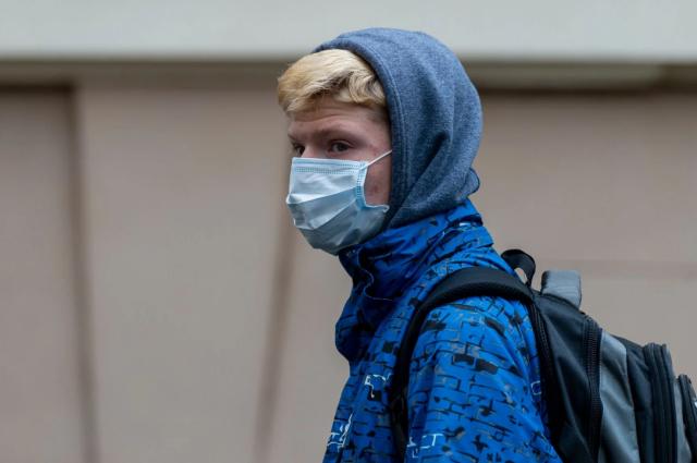 Житель Бреста незаконно продавал маски в гараже