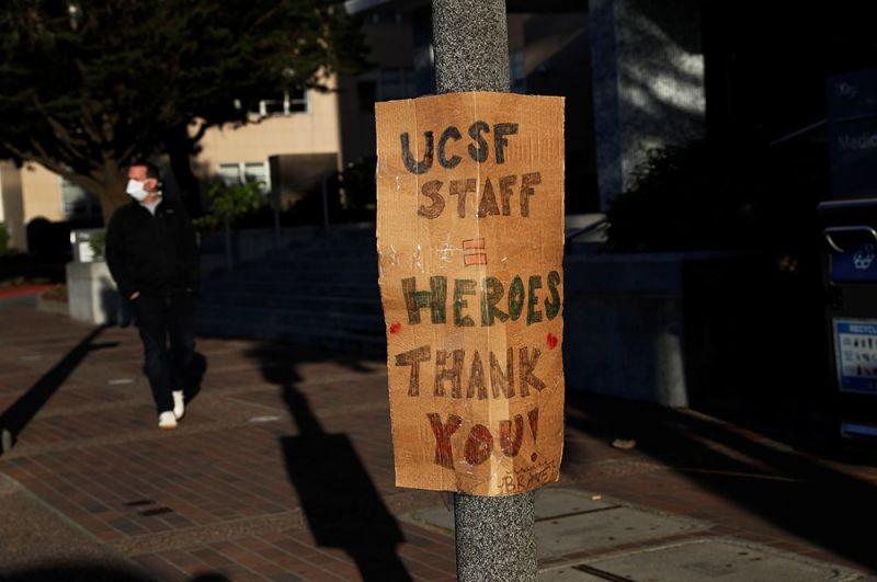Благодарность медицинскому персоналу в кампусе Калифорнийского университета в Сан-Франциско, США.