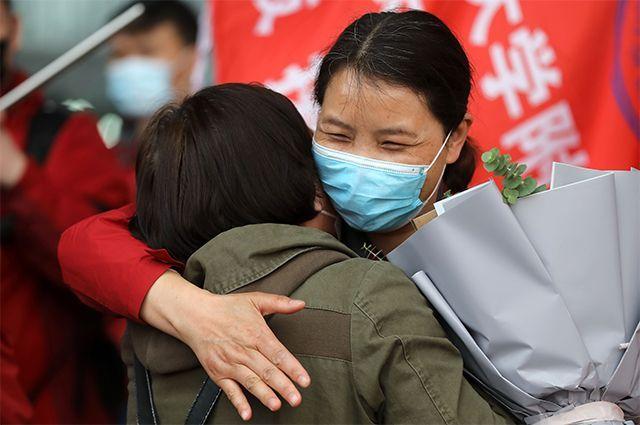 Последняя партия из 186 медицинских работников из провинции Хунань вернулась домой во вторник после оказания помощи в борьбе с пандемией COVID-19 в провинции Хубэй. 7 апреля 2020 г.
