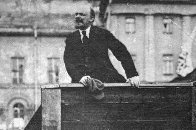 Владимир Ильич Ленин.