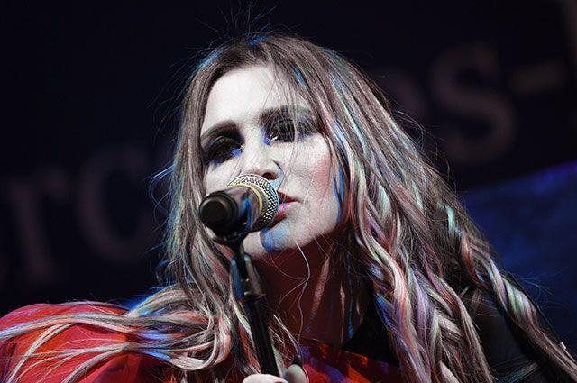 Певица Линда.