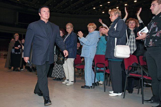 Анатолий Кашпировский после окончания сеанса.