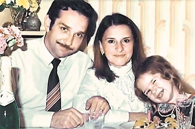 С дочерью Еленой в Латинской Америке, середина 1980-х гг. Дети даже не догадывались, что они русские.