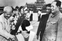 Никита Хрущёв и Мао Цзедун в Китае, 1958 год.