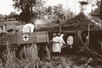 Военные врачи и фельдшеры зачастую в тяжелых условиях, под обстрелами спасали жизни бойцов.