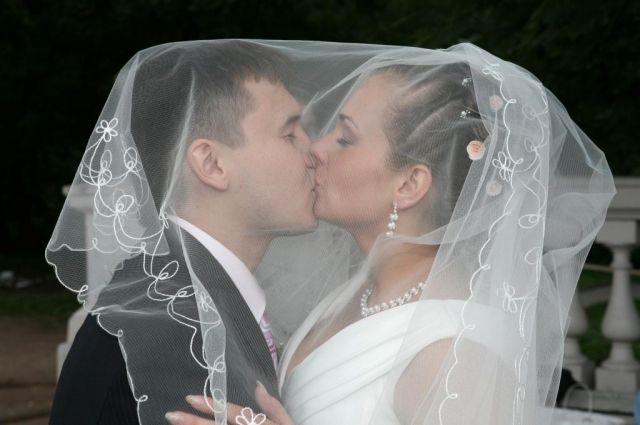 Сколько человек можно пригласить в загс на свадьбу из-за коронавируса?
