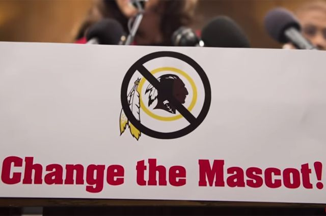 «Вашингтон Редскинз» и «Чикаго Блэкхоукс» заставляют сменить названия и поменять логотипы.