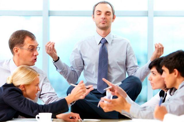 В теории посредник помогает разрешить конфликт и не тратить время и деньги на судебные тяжбы.