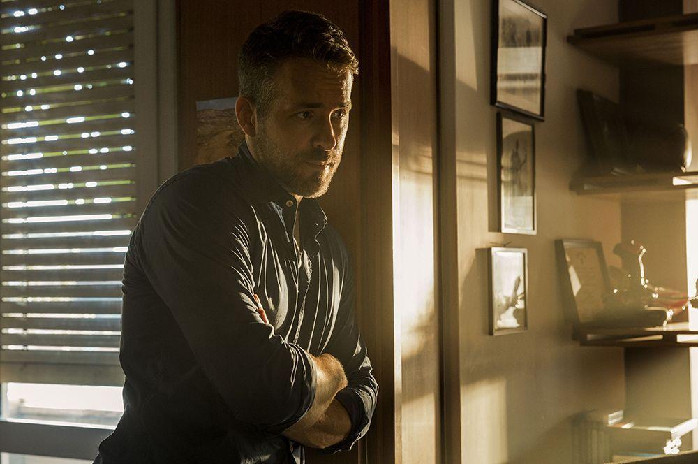 На втором месте рейтинга — Райан Рейнольдс, заработавший $71,5 млн. За съемки в том же «Красном уведомлении», а также «Призрачной шестерке» актер получил больше $20 млн за каждый проект.