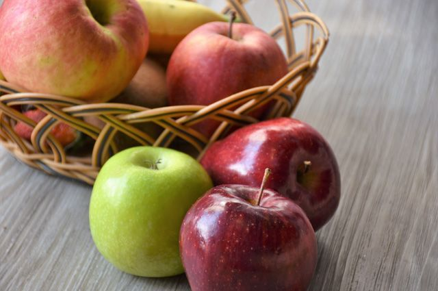 Яблоки полезны и при плохом аппетите, и для желающих похудеть. Вот такой универсальный плод.