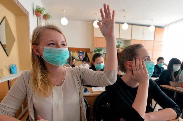 Ученикам рекомендуется носить на занятиях защитные маски.