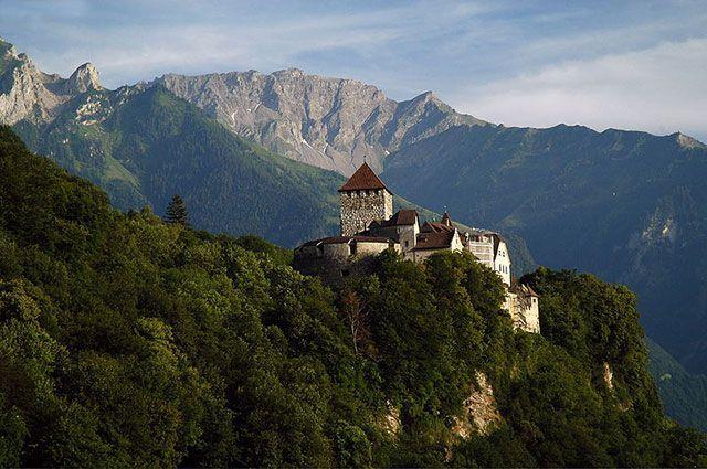 Замок Вадуц, возвышающийся над столицей Лихтенштейна.