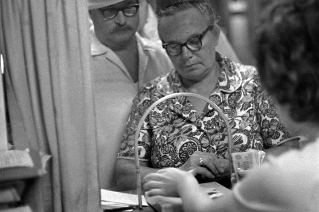 Выдача пенсии. 1973 г.