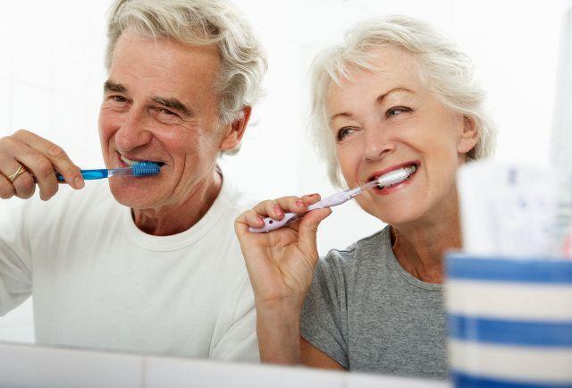 Чтобы стимулировать мозг, не надо особых хитростей. Например, попробуйте чистить зубы не той рукой, которой обычно это делаете.
