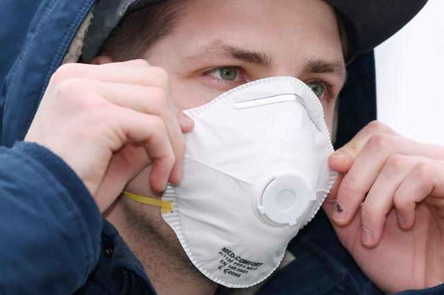 Самое опасное заблуждение - отрицание роли масок. Коронавирус распространяют в основном бессимптомные носители, поэтому важно, чтобы маски носили здоровые люди.