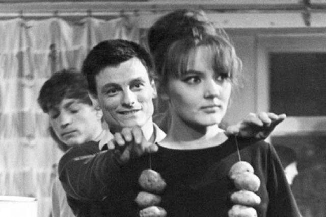 С Тарковским снялись вместе в «Заставе Ильича», но романа не вышло.