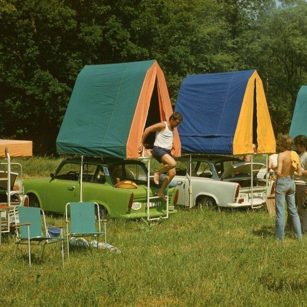 Из-за огромной любви немецкого народа к пикникам на природе в Восточной Германии был разработан специальный Trabant 601 Camper с тентом-палаткой, 1988 г.