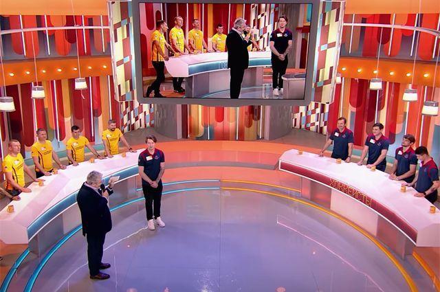 Хоккеист Всеволод Скотников отвечает на вопросы в программе «100 к 1».