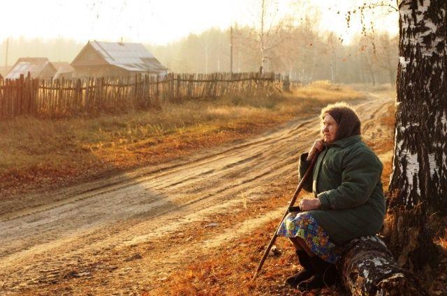 В деревнях все чаще остаются одни старики.