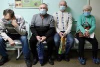Наиболее заразен человек за два дня до появления симптомов и в первый день болезни – то есть тогда, когда он может считать себя здоровым. Потому носите маски, они снижают риск.
