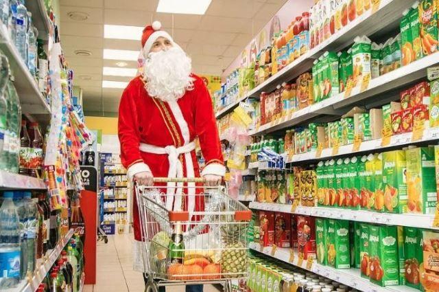 В предновогодний период некоторые магазины проводят акции и снижают цену на часть товаров.