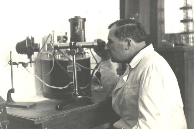 Александр Вечер в лаборатории.