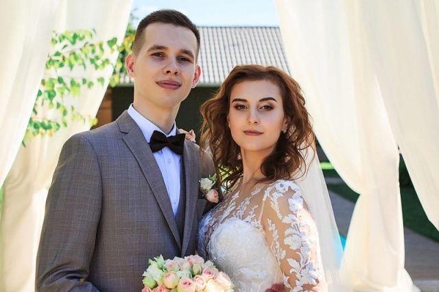 Алина и Иван поженились в июле этого года. Предложение руки и сердца парень сделал в апреле.