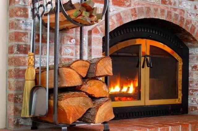 Не храните горючие материалы рядом с отопительными приборами.