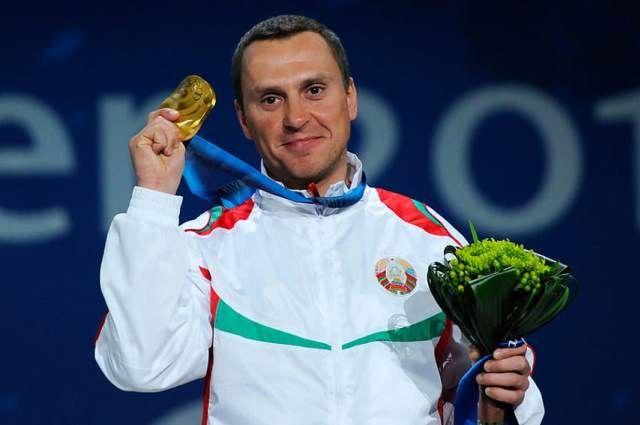 Алексей Гришин продал медаль ради больного друга.