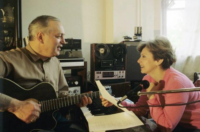 Когда поют, то понимают и чувствуют друг друга без слов.