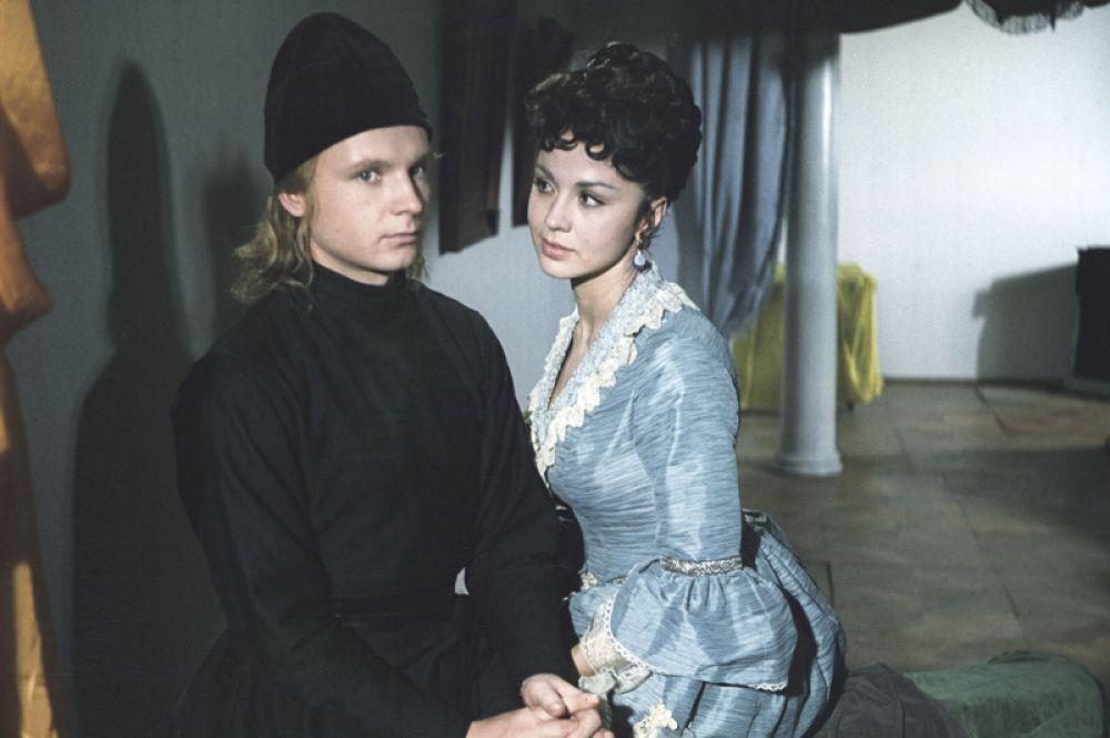 «Братья Карамазовы» (1968) — Алеша. В роли Грушеньки — Лионелла Пырьева (Скирда).