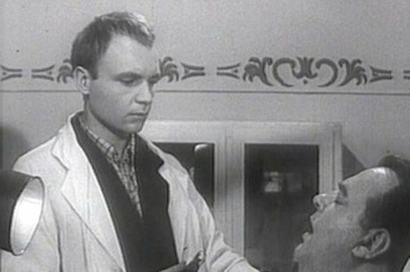 «Похождения зубного врача» (1965) — врач Чесноков.