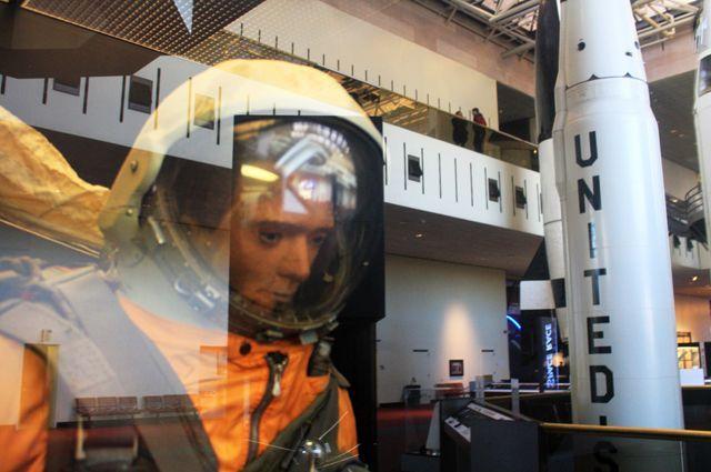 В 1993 г. «Иван Ивановича» продали на аукционе «Сотбис». Сейчас манекен стал экспонатом Национального музея авиации и космонавтики (США).