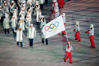 На нейтральном флаге изображены олимпийские кольца.