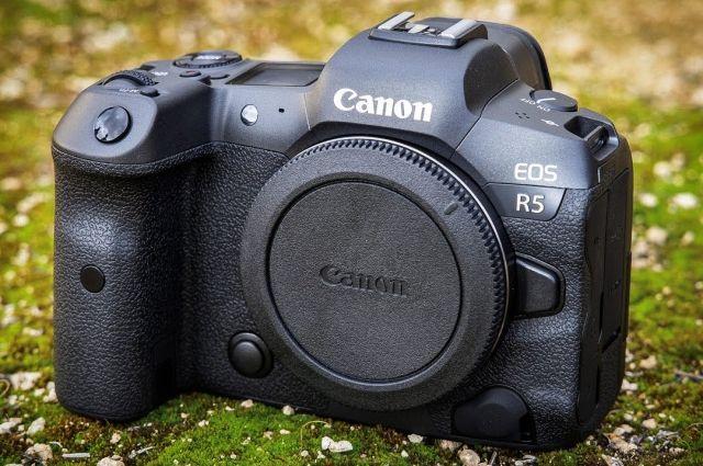 Canon выстрелила с EOS R5. Это одна из лучших беззеркальных полнокадровых камер, полностью новая, а не обновление EOS R.